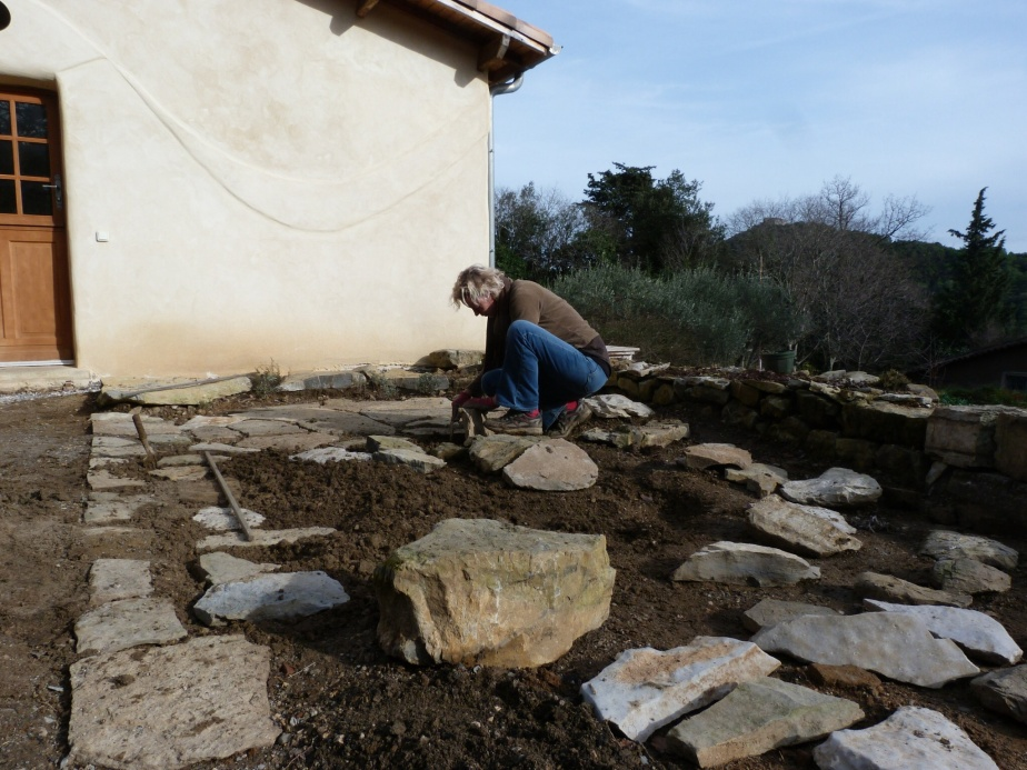 Placing stones for the 'terrasse vegetale'
