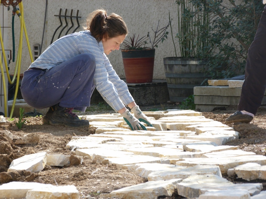 Kate laying slabs montpellier