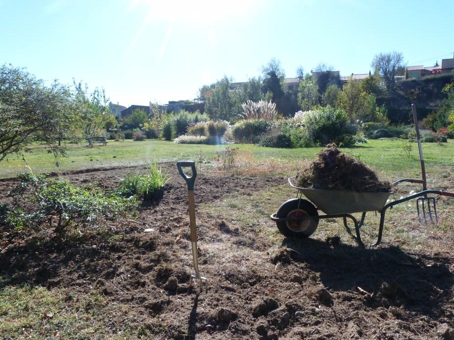 Jardin champêtre borders at La petite pépinière: 2experiments